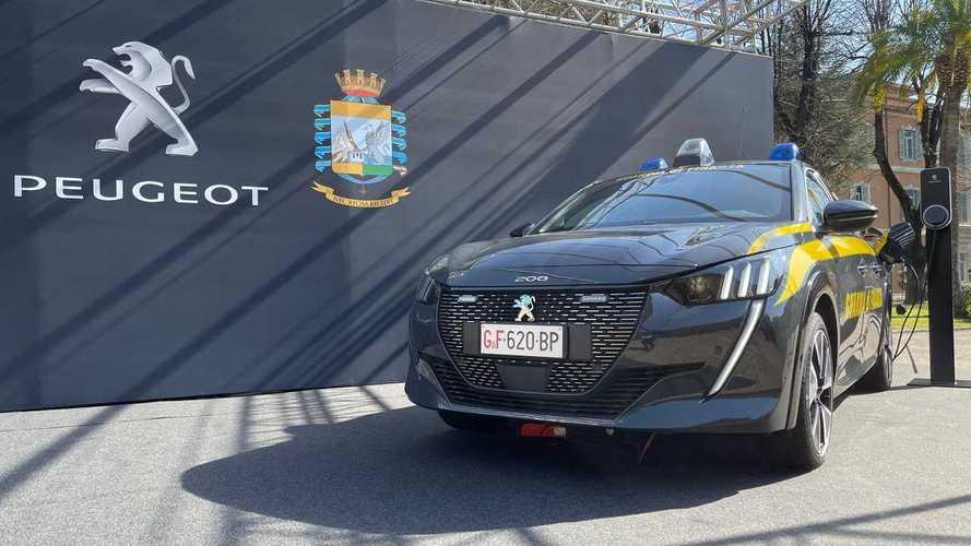 Peugeot e-208, l'auto elettrica della Guardia di Finanza