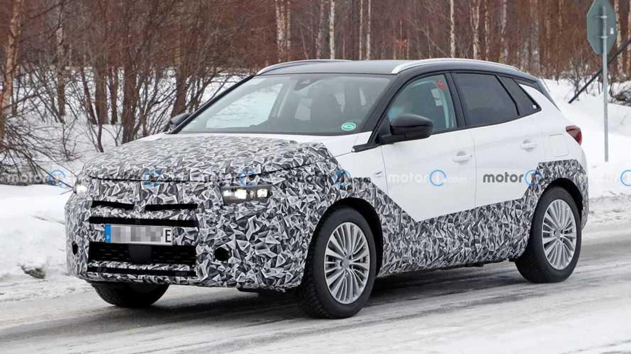 Vauxhall Grandland facelift spied