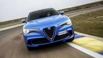 Alfa Romeo Giulia vs. Alfa Romeo Stelvio, carrera de aceleración