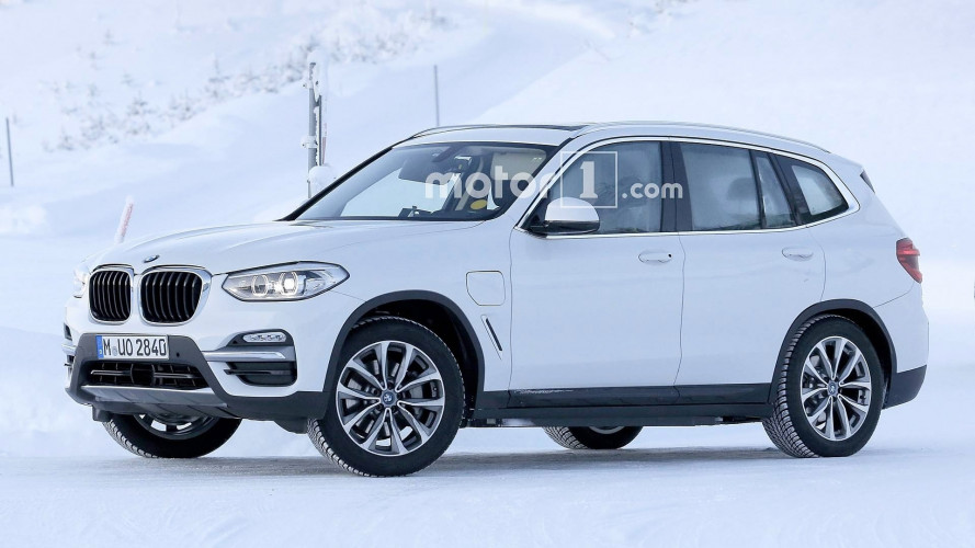 BMW X3, primi test per elettrica e ibrida plug-in