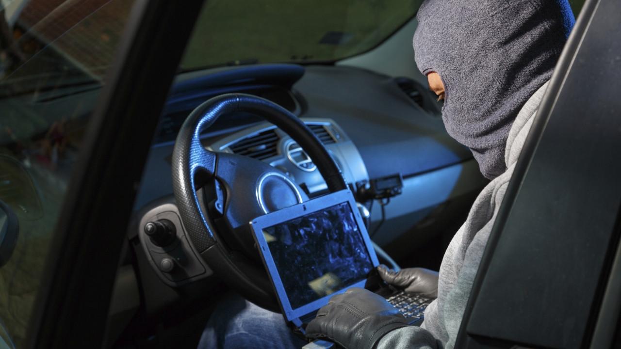 [Copertina] - Minacce hacker all'auto, le previsioni per il 2018