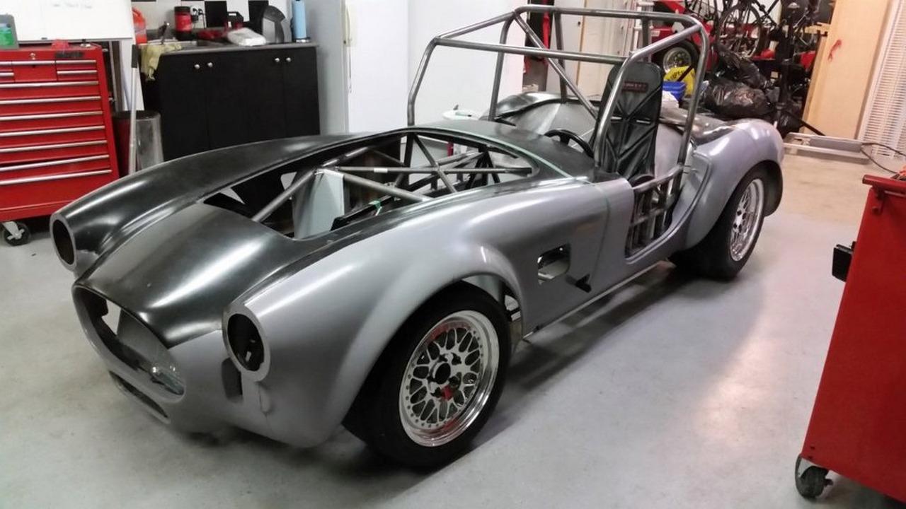 Shelby Cobra com motor de Tesla