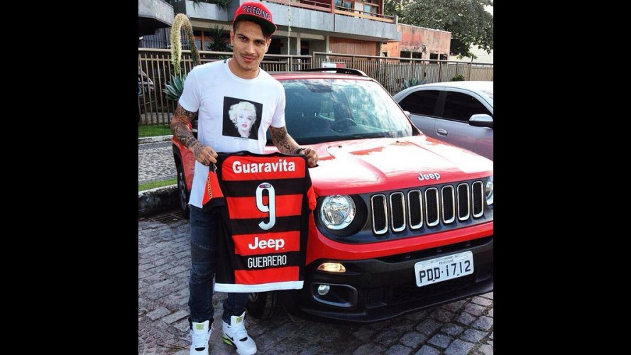 Atacante Paolo Guerrero chega ao Flamengo de Jeep Renegade