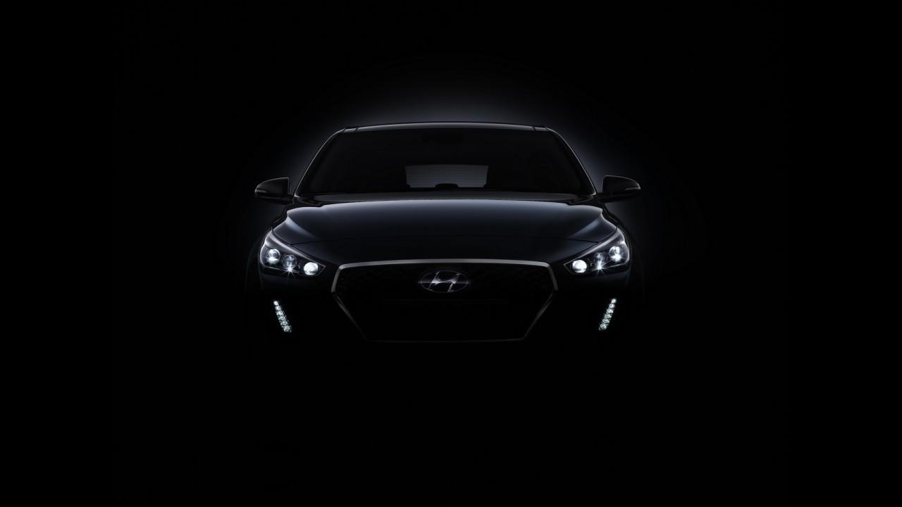 Novo Hyundai i30 2017 já começa a aparecer antes da estreia no Salão de Paris