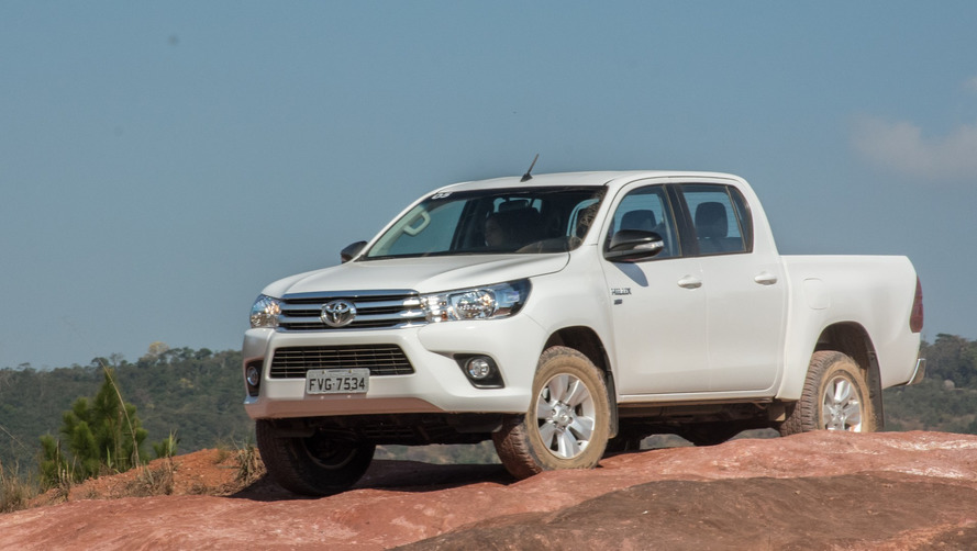 """Toyota Hilux surpreende e é o """"carro"""" mais vendido na Argentina em 2016 - Veja ranking"""