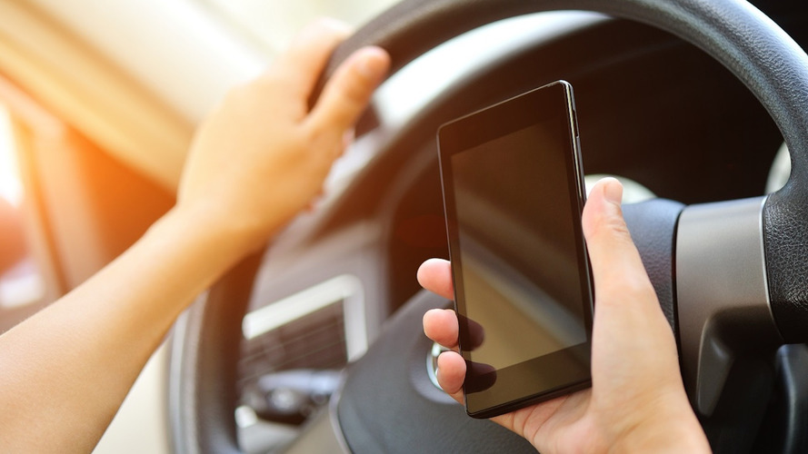 France bans mobiles behind the wheel – even if you're stopped