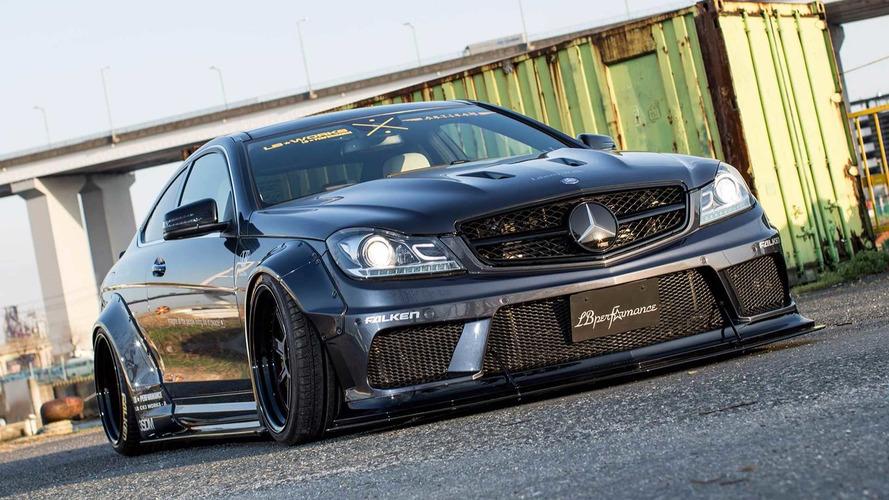 Japon modifiye şirketi Liberty Walk'ın Mercedes-AMG C63 çalışması
