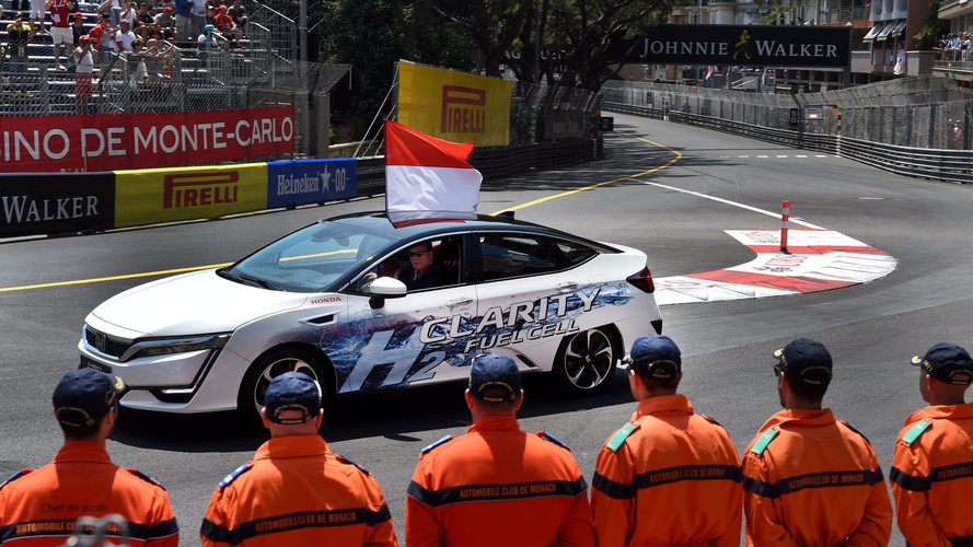 Le Prince Albert de Monaco au volant d'une Honda Clarity