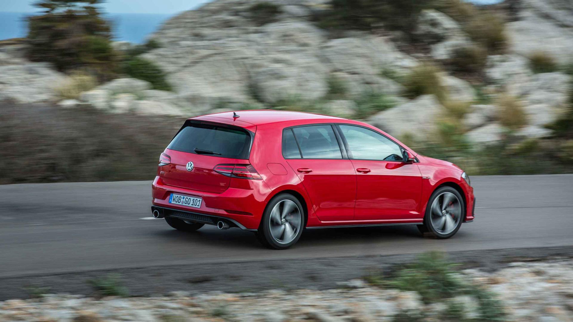 Volkswagen Golf Gti Vs R Which Should You Buy