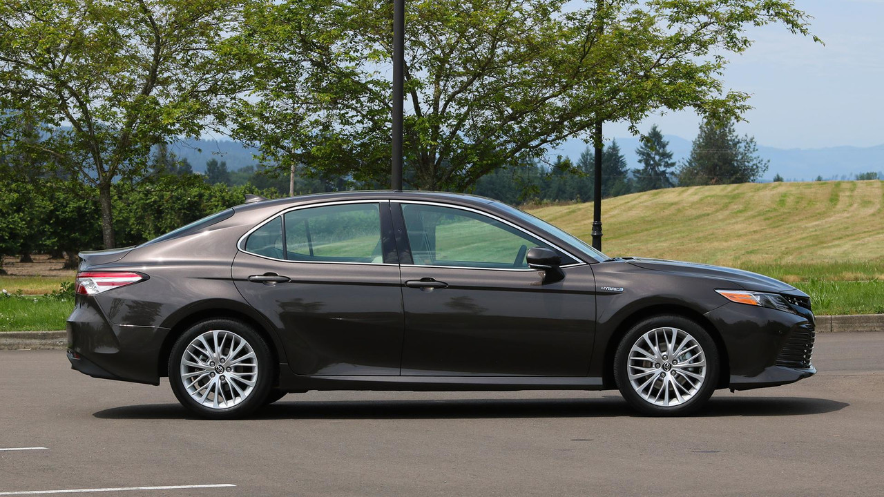 2018 Toyota Camry Hybrid Review More Efficient More Useful