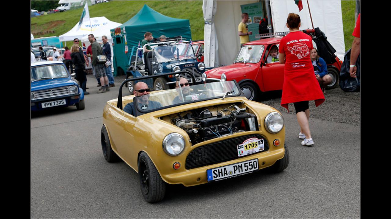 Rund 1.500 Fahrzeuge wurden zum International Mini Meeting 2013 gekarrt, darunter auch skurrile Umbauten.