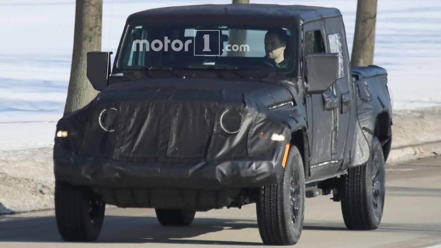 Jeep Scrambler Pickup Spy Photos