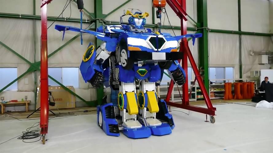"""İşte hep hayalini kurduğunuz """"sürülebilir"""" Transformers robotu"""