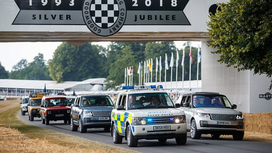 70 Land Rover paradent à Goodwood