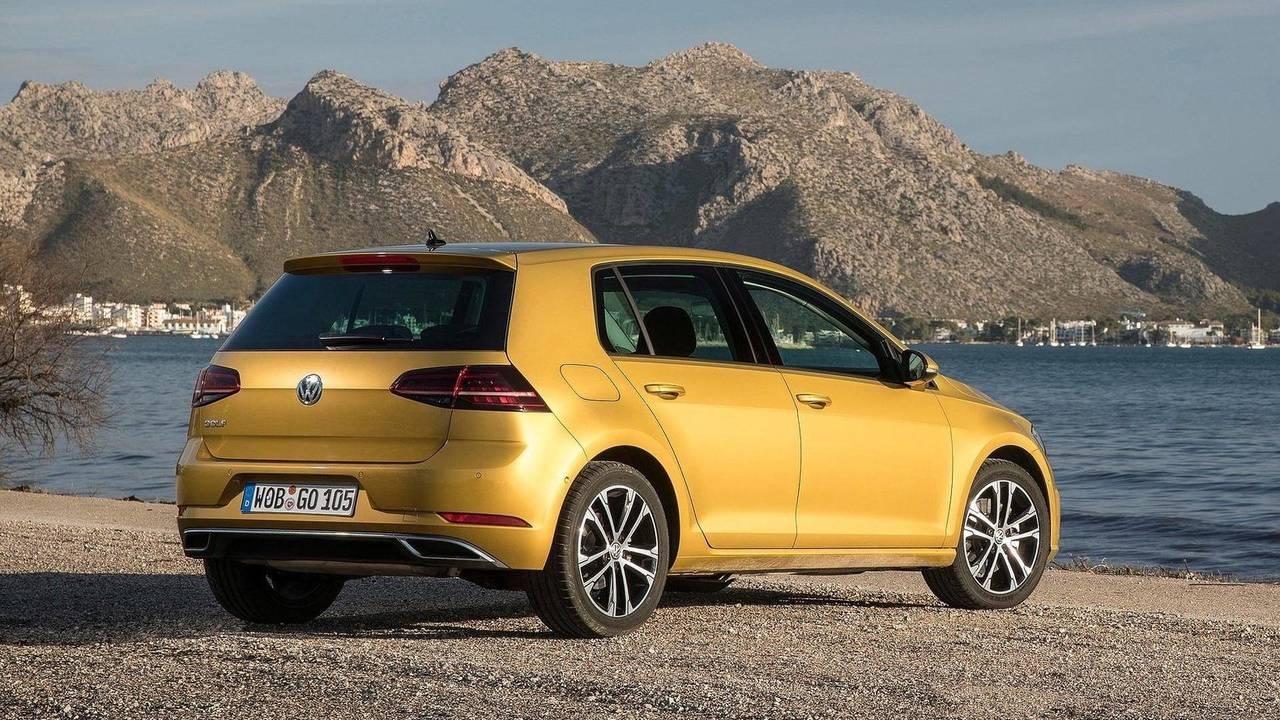 7. Volkswagen Golf 2018 - 2.472 unidades