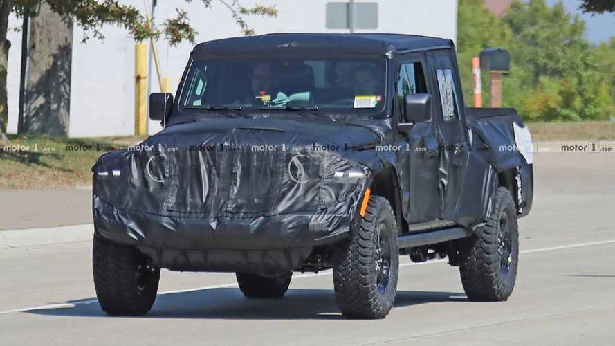 Jeep Scrambler Pick-up her açıdan görüntülendi