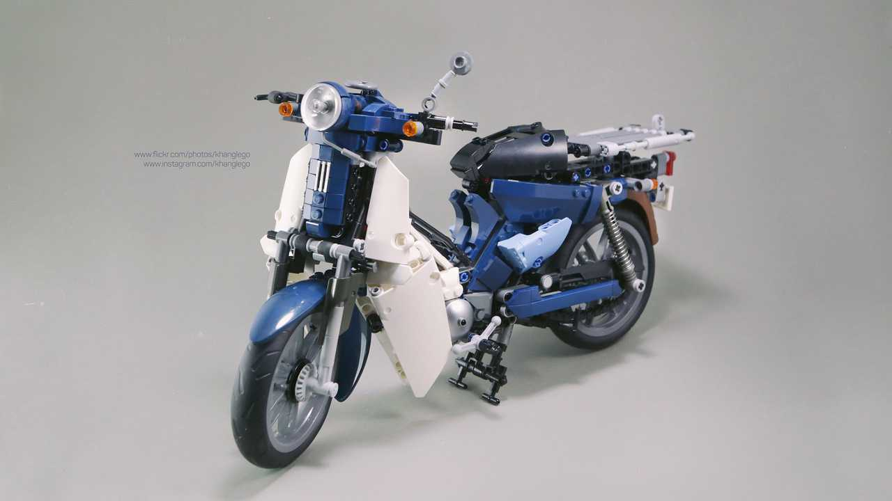 Khang Huynh Honda Cub Lego Build