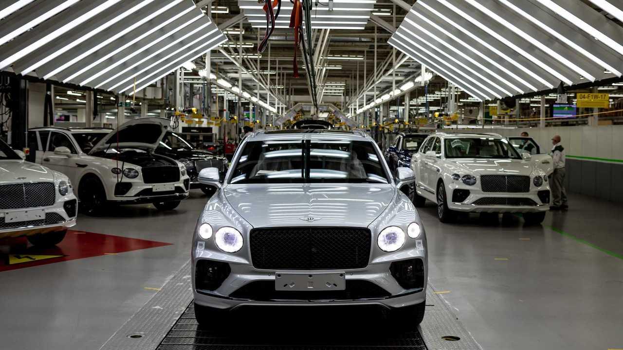 Обновленный Bentley Bentayga на конвейере