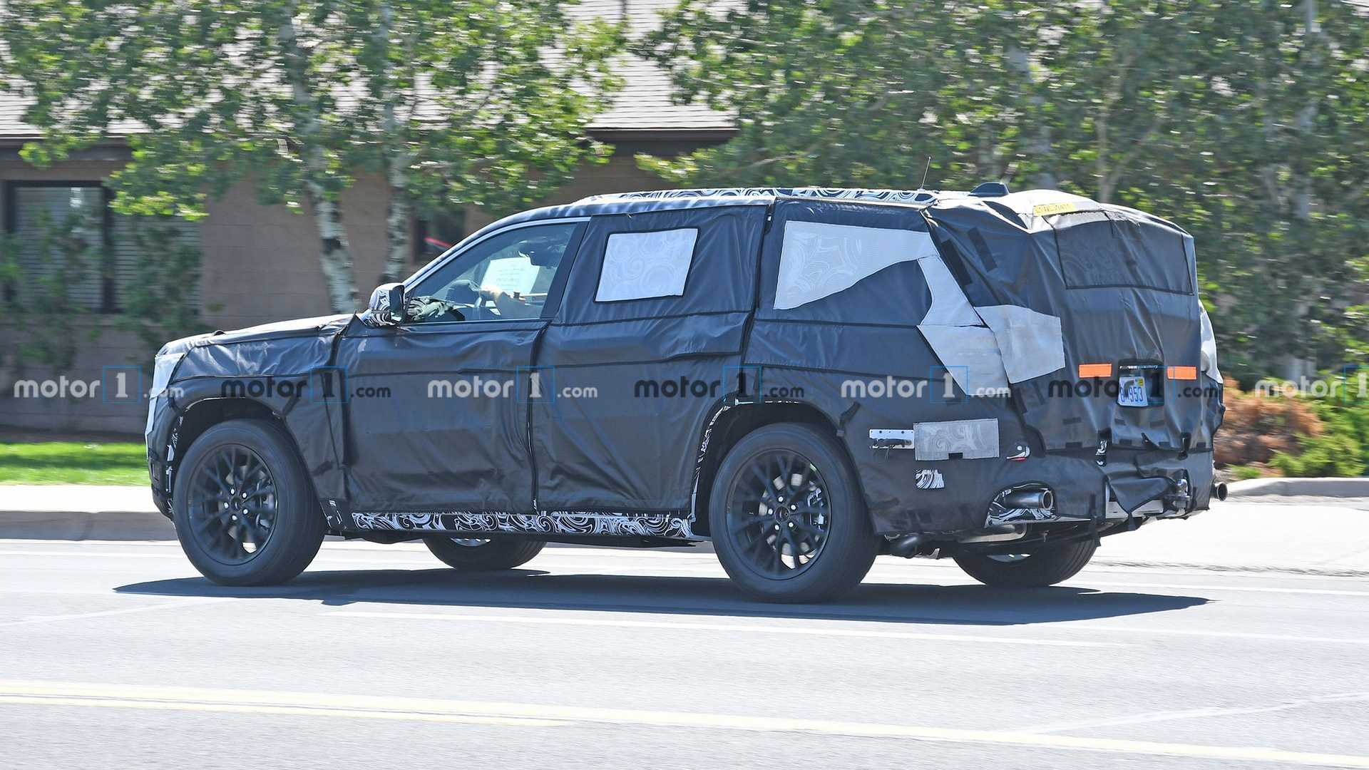 2022-jeep-​grand-cher​okee-spied