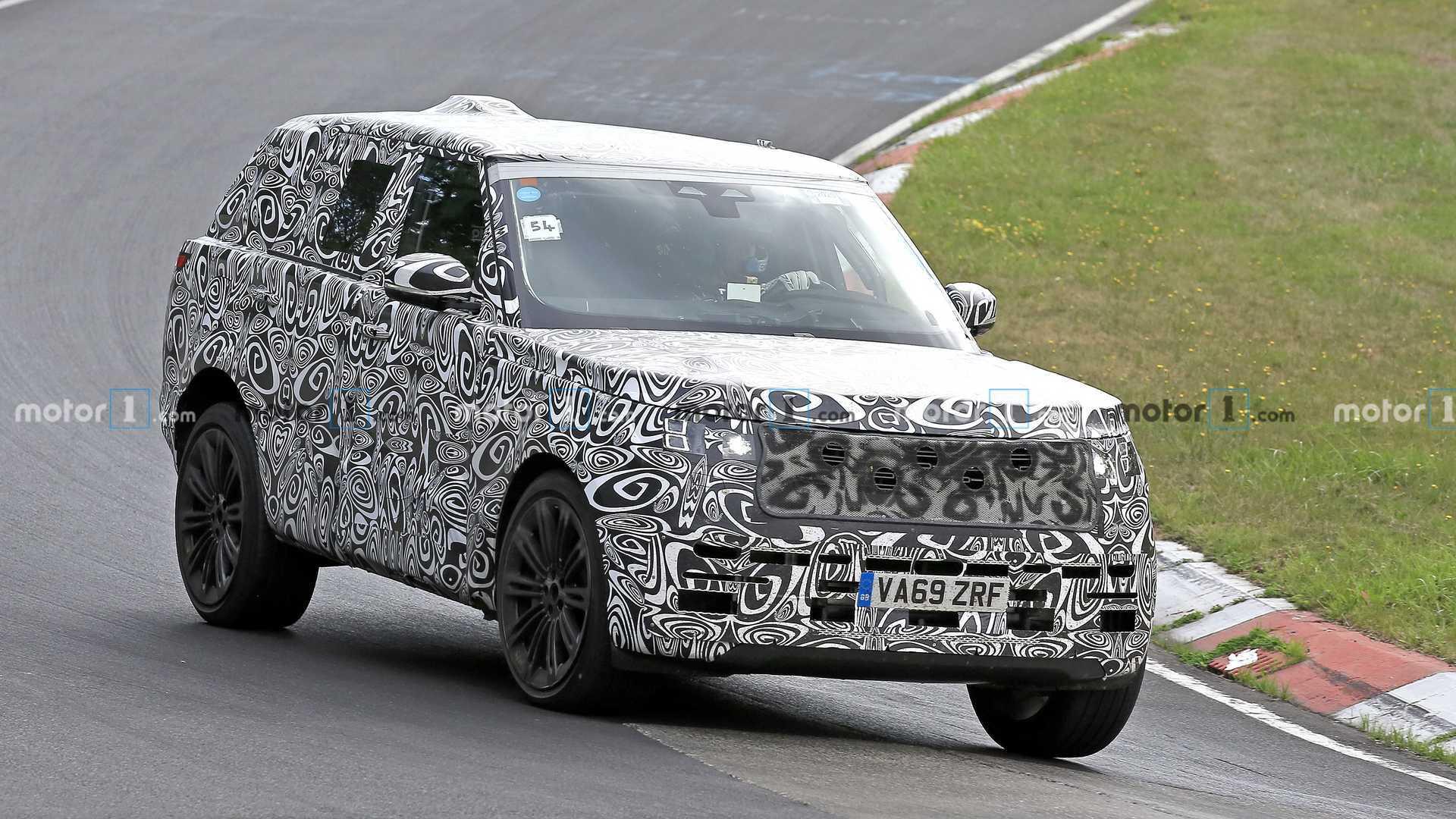 2022 Land Rover Range Rover spy photo (front three-quarters)