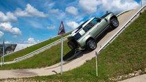 Land Rover Defender на подмосковном полигоне