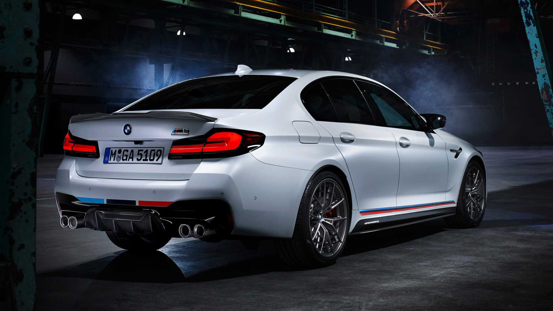 https://cdn.motor1.com/images/mgl/ppv4r/s1/m-performance-parts-fur-m5-competition-2020.jpg