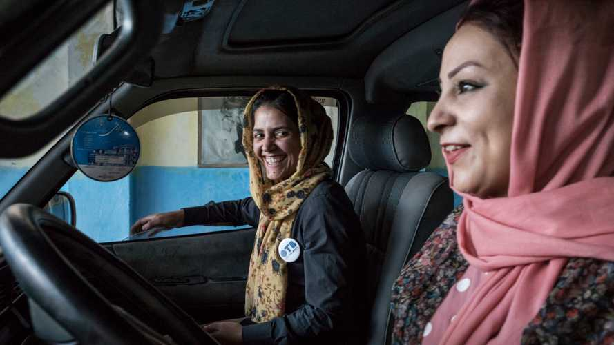 Pink Shuttle, le donne guidano le donne in Afganistan