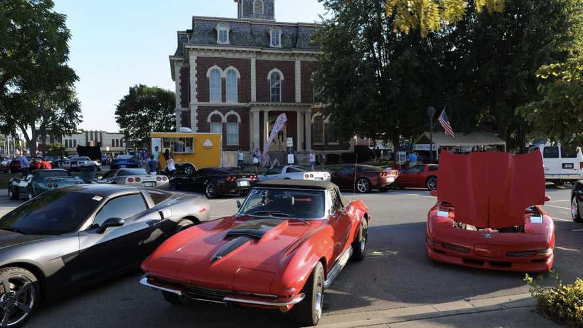 "[""Corvette World Heads To Central Illinois""]"