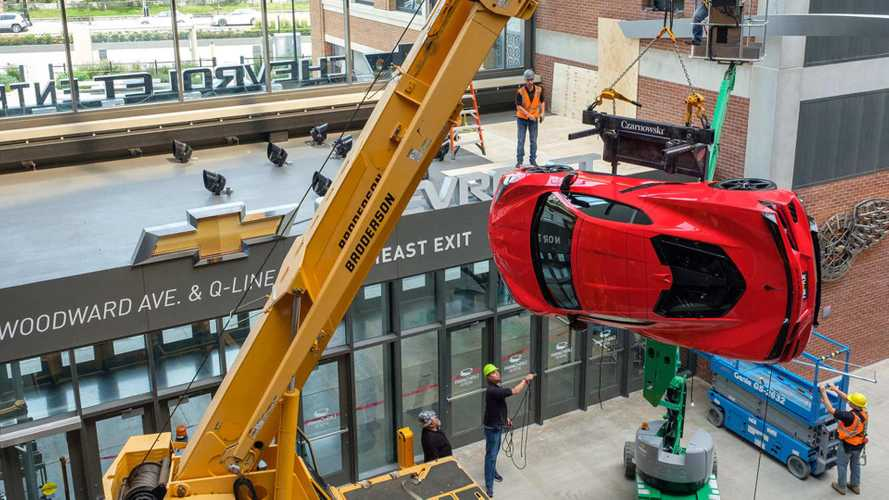 Chevrolet Corvette C8 2020 en pared del Little Caesars' Arena