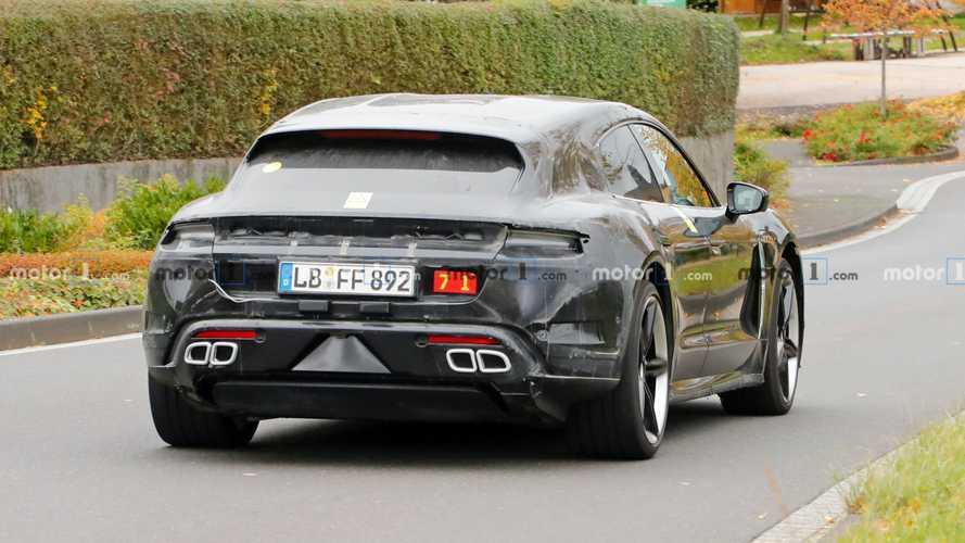 Porsche Taycan Cross Turismo é flagrado com escapamento falso
