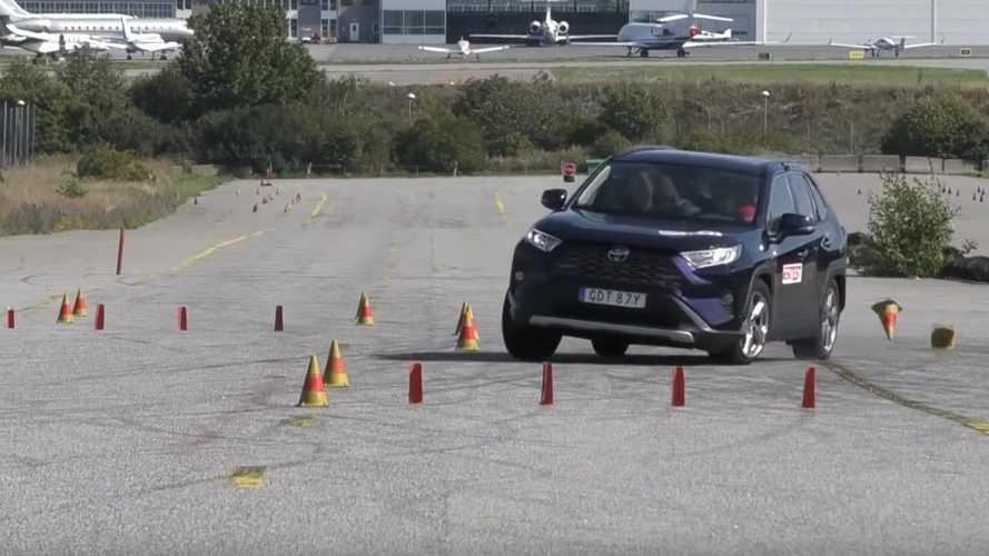 Yeni 2020 Toyota RAV4, geyik testinde bekleneni veremiyor