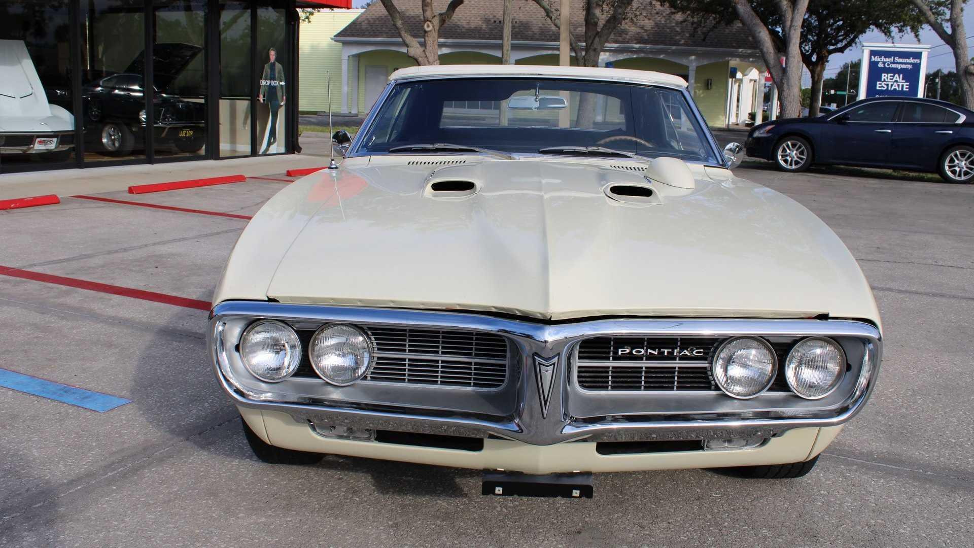 "[""Drop The Top In This Classic 1967 Pontiac Firebird 400""]"