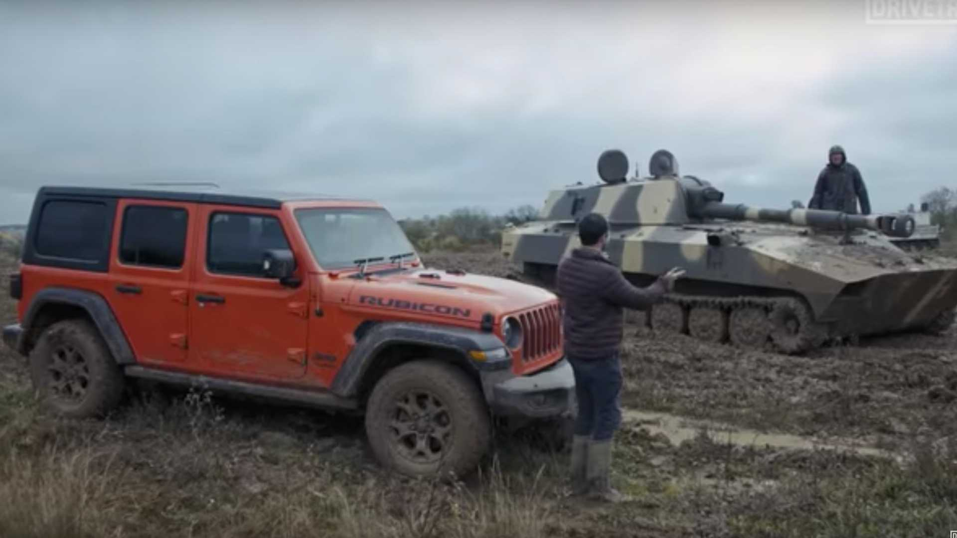 Jeep Wrangler Off Road >> Watch Jeep Wrangler Race Tank In Rough Off Road Conditions