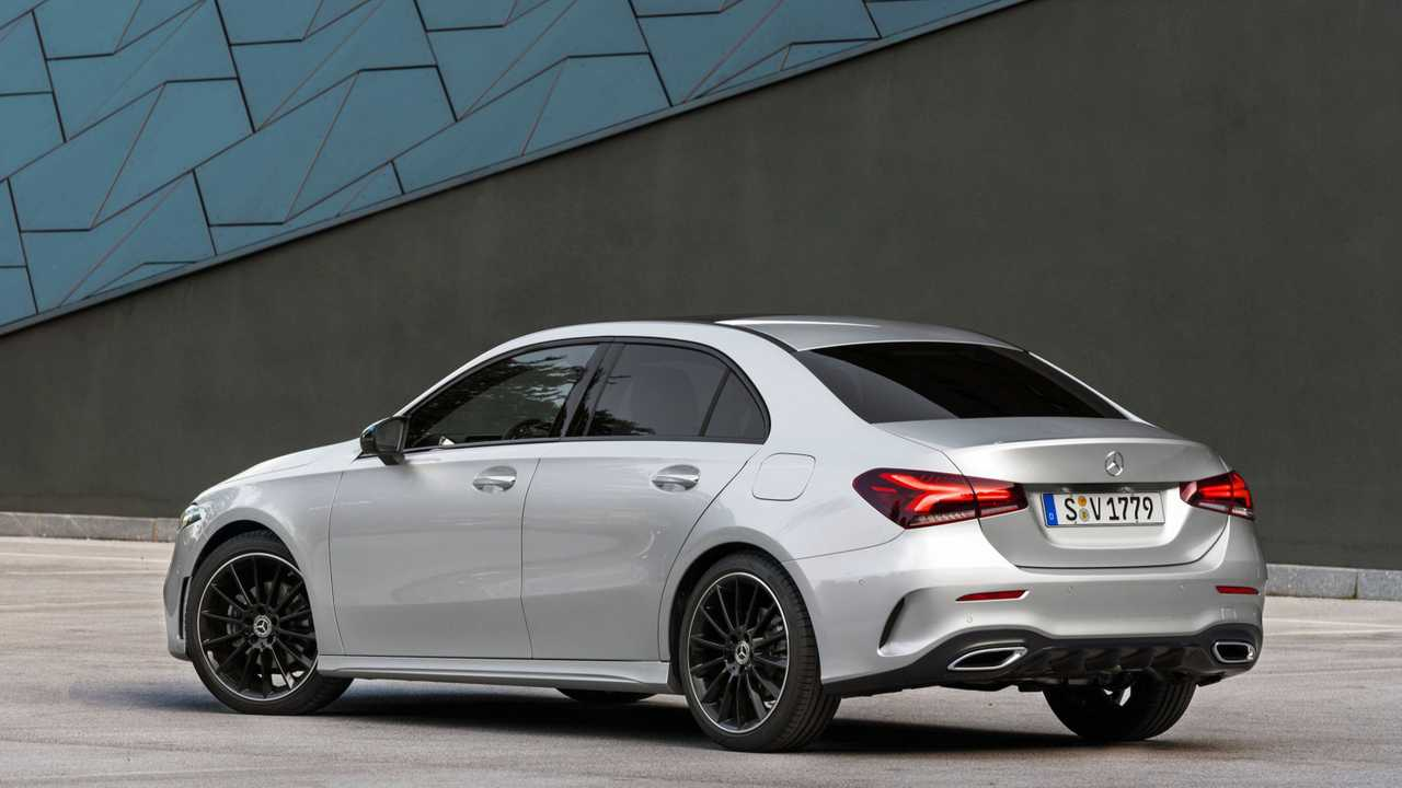 mercedes benz a class sedan vs cla see the changes. Black Bedroom Furniture Sets. Home Design Ideas