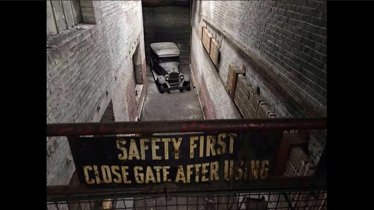 1927 Packard découvert dans une usine abandonnée après plus de 40 ans