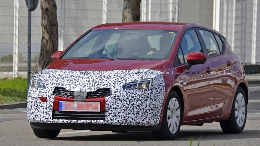 Vauxhall Astra facelift spy photos