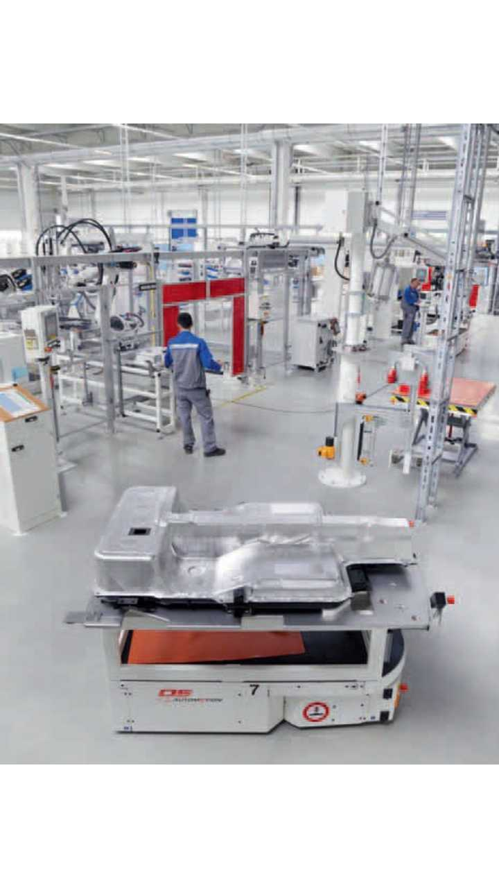 The battery systems for the e-up! are produced in-house in series in Brunswick. Forty employees produce 11,000 units per year.