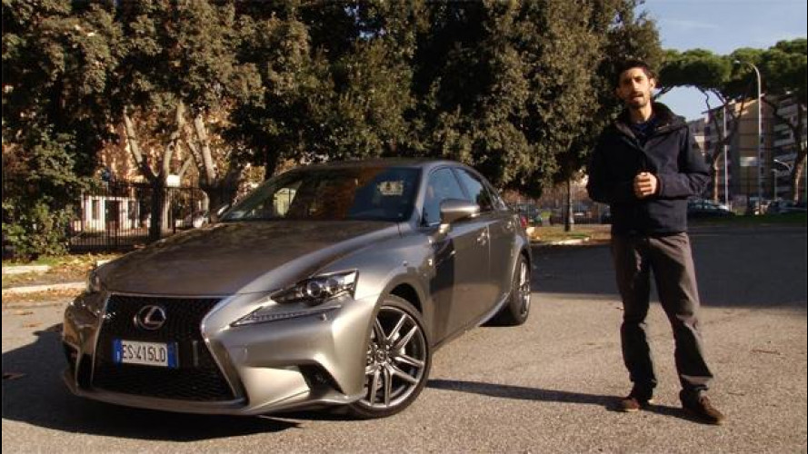 Lexus IS Hybrid: bella da guardare, comoda da guidare [VIDEO]