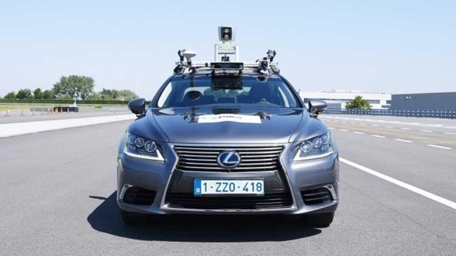 Lexus LS, un esemplare a guida autonoma sulle strade di Bruxelles