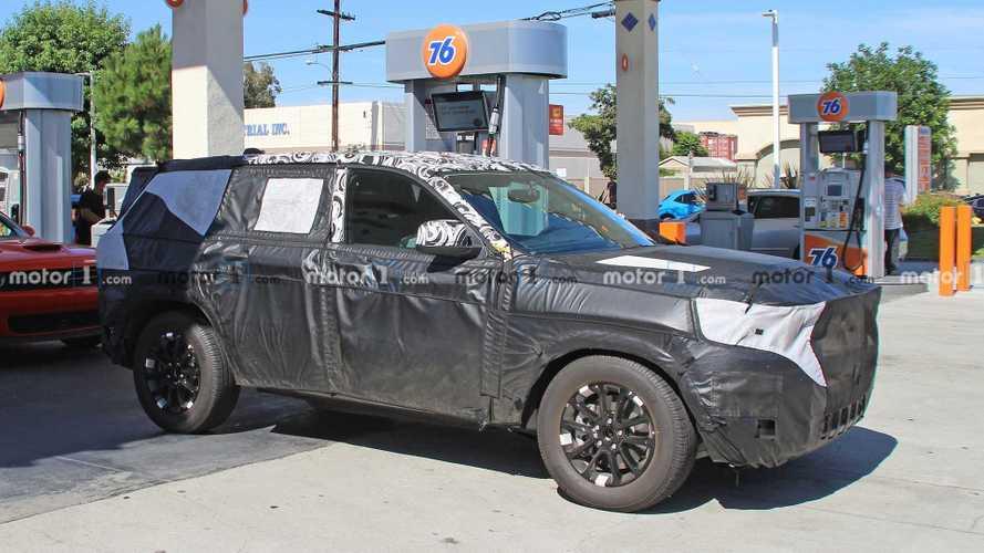 2021 jeep grand cherokee spy photo 7 of 13