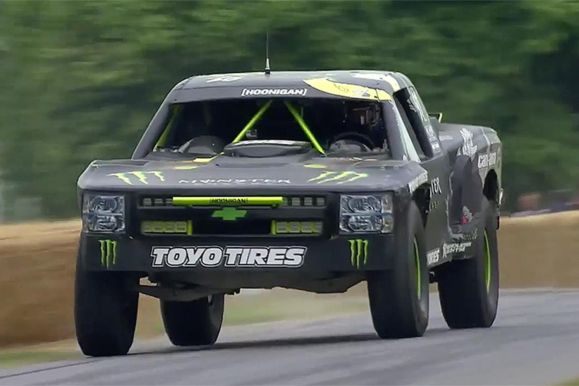 Watch Bj Baldwin Unleash His 800hp Chevrolet Trophy Truck Motor1 Com Photos