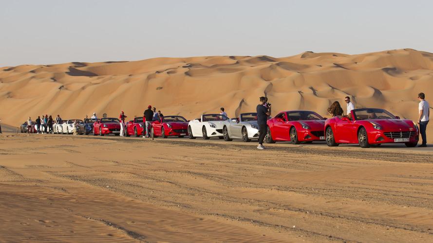 VIDÉO - Des Ferrari California T en plein désert