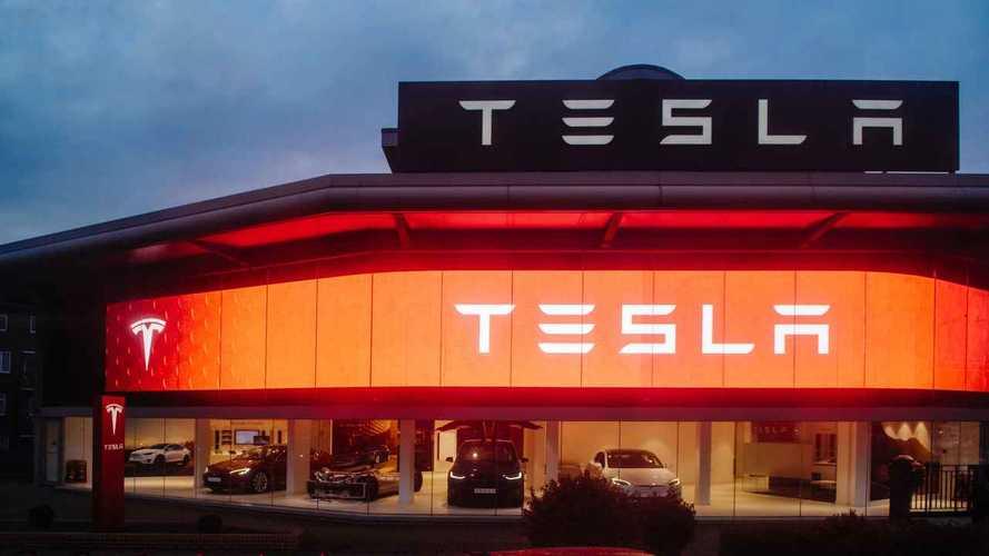 A vártnál kevesebb kiszállítást és olcsóbb árakat jelentett be a Tesla