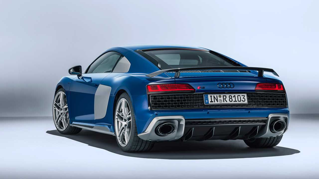 La Version Restylee De L Audi R8 Face A La Version Sortante