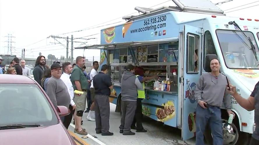 Stranded Drivers Get Their Grub On Thanks To Food Truck