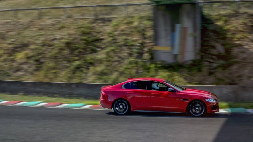 La Jaguar XE 300 Sport s'illustre sur un circuit français historique