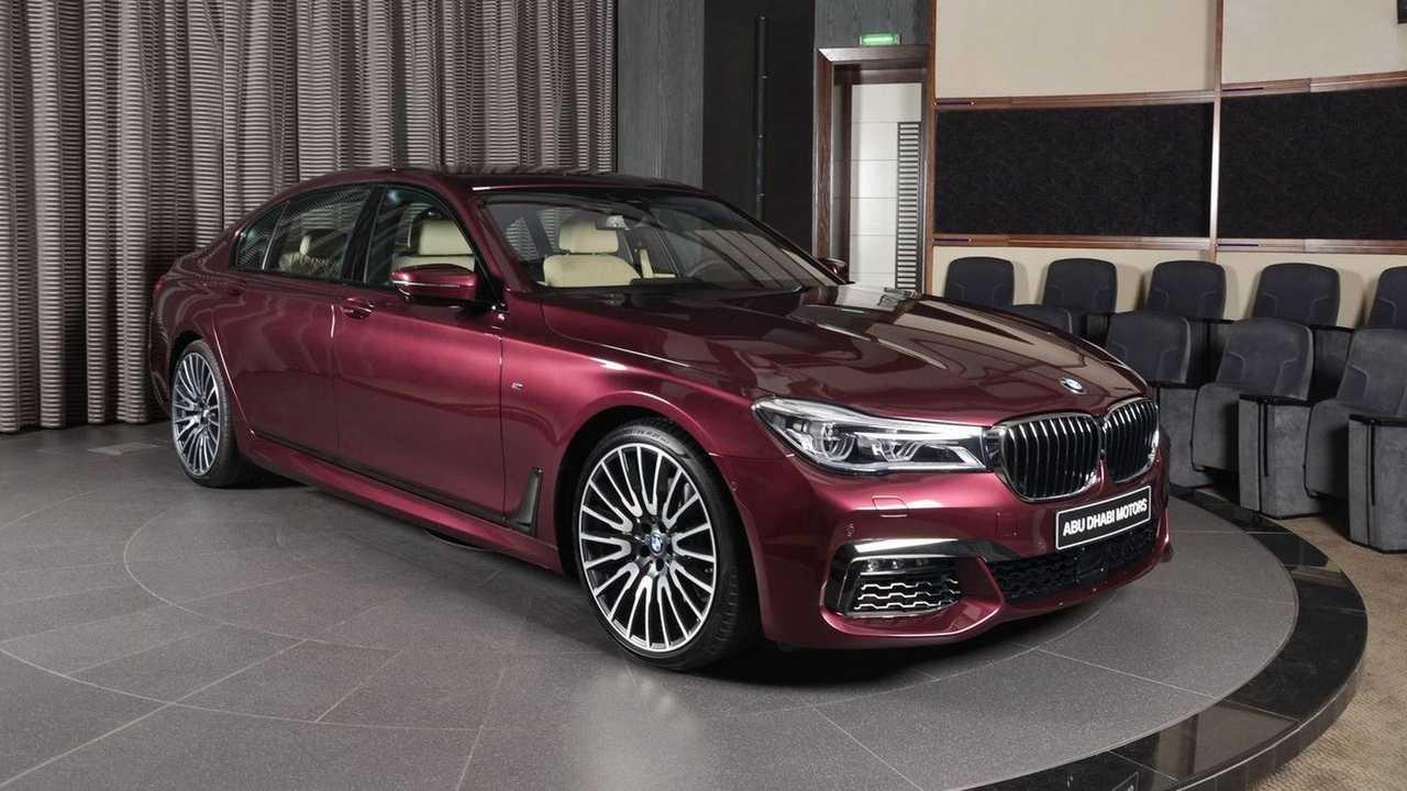 Wildberry renkli BMW 7 Serisi