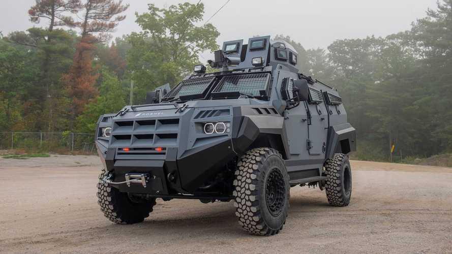 Zırhlı Roshel Senator APC SUV'sine bir göz atın