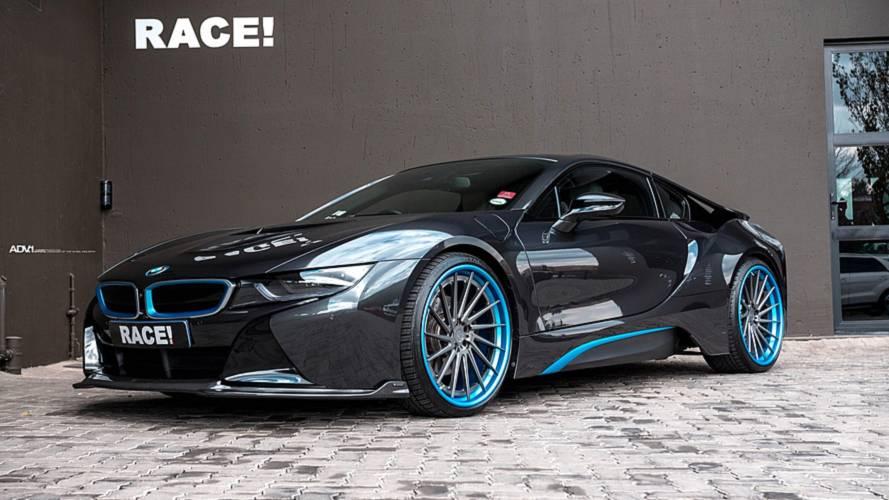 Race! améliore le style de la BMW i8