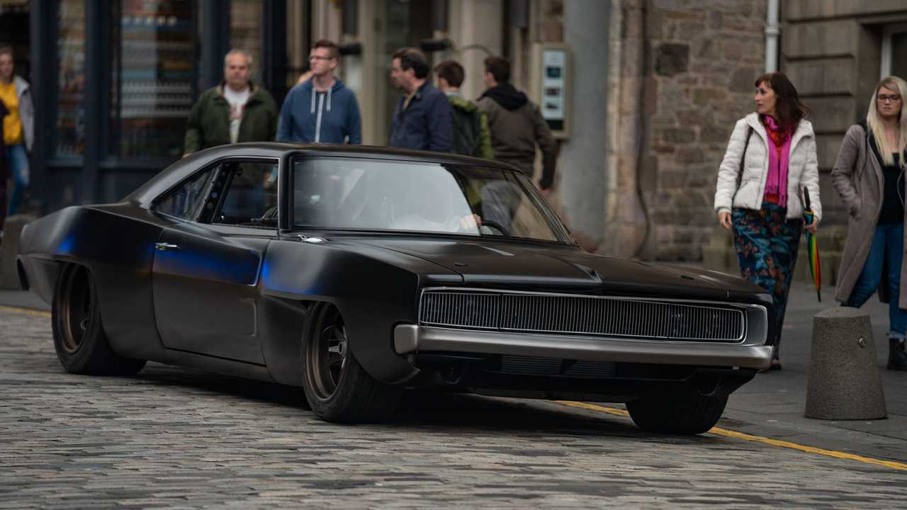 Dom'un Ortadan Motorlu Dodge Charger'ı